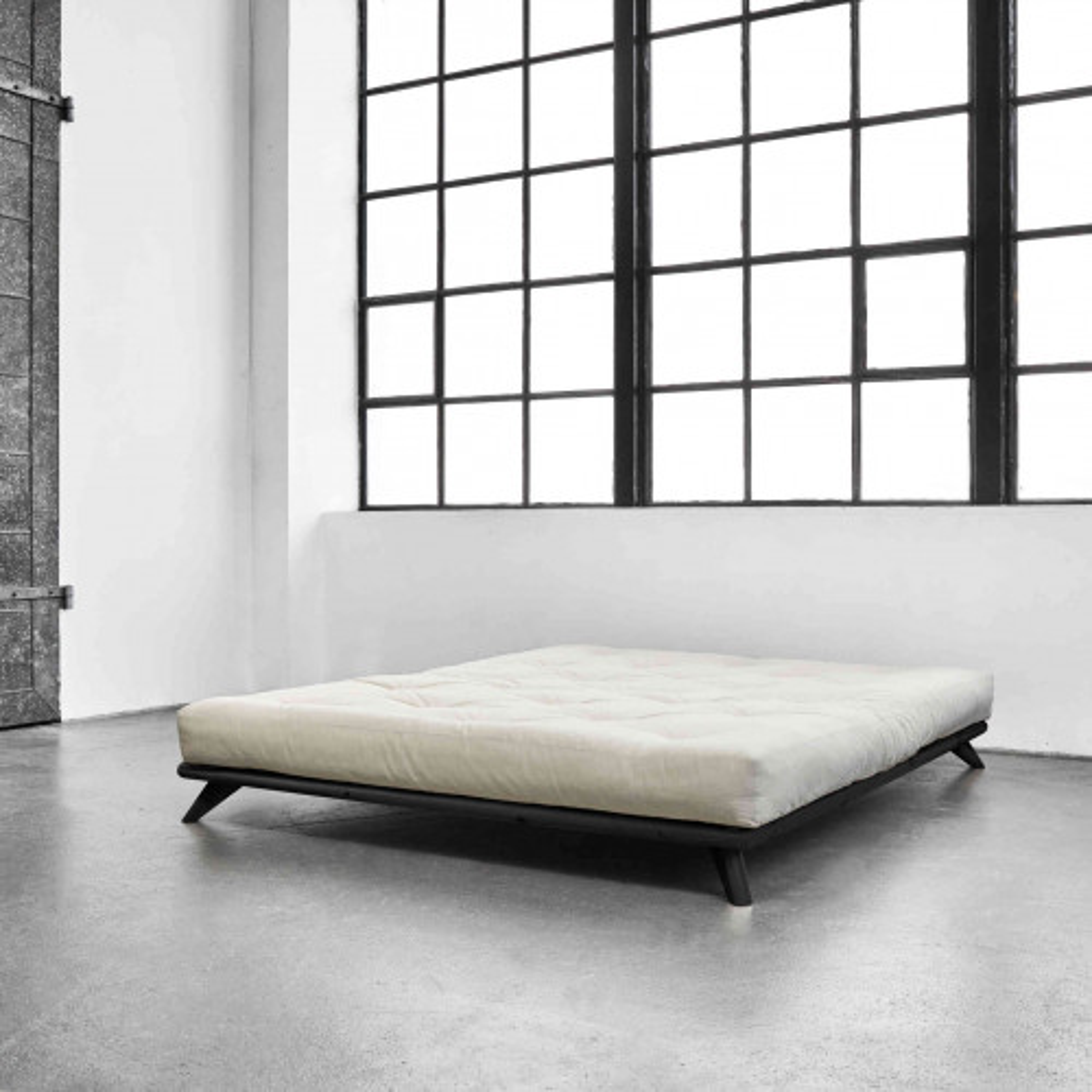 Lit futon en pin massif noir
